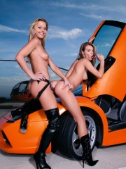 Liliane Tiger & Suzie Carina